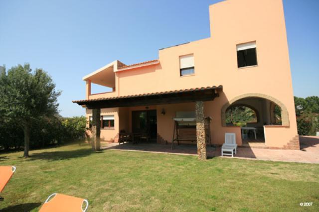 Sardinien alleinstehendes ferienhaus agata 70 m von for Modernes haus am meer