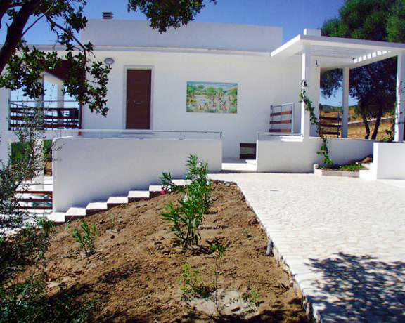 sardinien ferienhaus am meer orosei casa albinu elegantes appartement f r 4p bei orosei. Black Bedroom Furniture Sets. Home Design Ideas