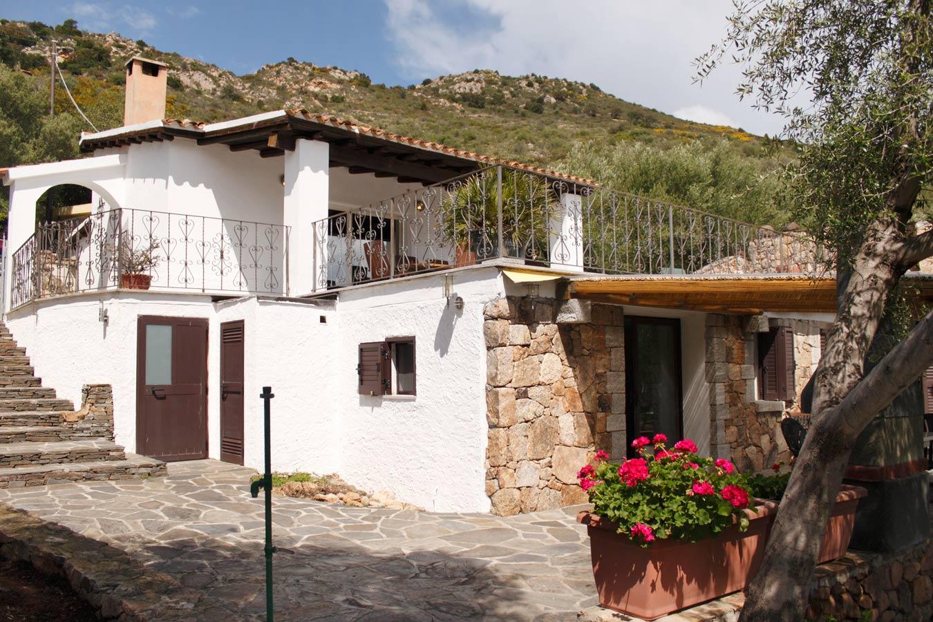 Sardinien alleinstehendes ferienhaus sa isuledda 2000 m for Haus sardinien