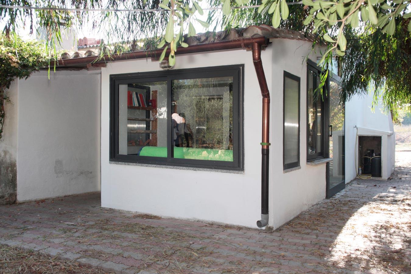 sardinien ferienhaus su pallosu 20 m von strand meer. Black Bedroom Furniture Sets. Home Design Ideas