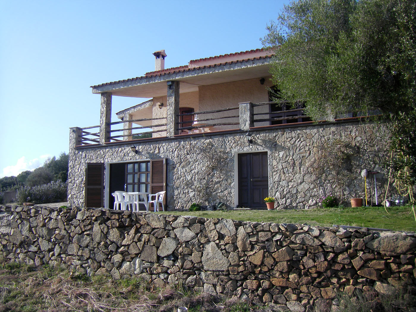 Sardinien alleinstehendes ferienhaus villa santu migalli for Haus sardinien