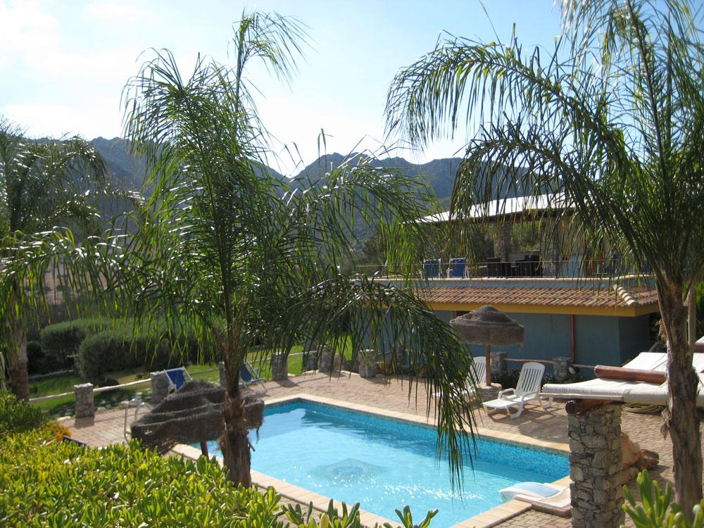 sardinien ferienhaus am meer und strand von privat villa solanas mit pool gro er garten 3 sz. Black Bedroom Furniture Sets. Home Design Ideas